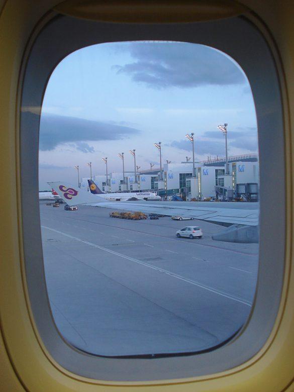pogled skozi letalsko okno