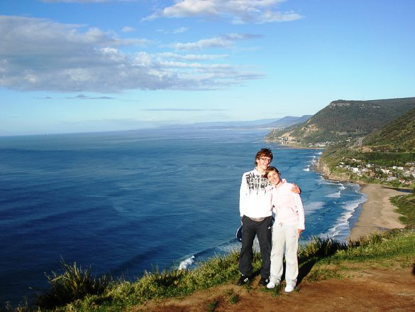 Moški in ženska na klifu blizu Wollongonga