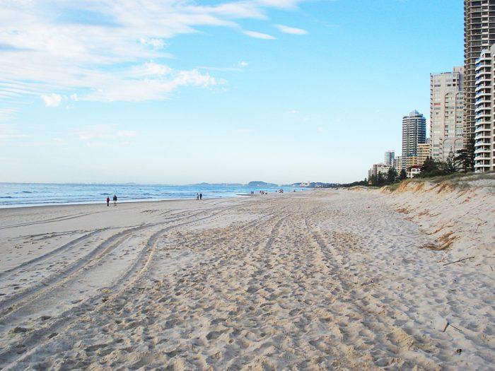 Surfer's Paradise: neskončna peščena plaža