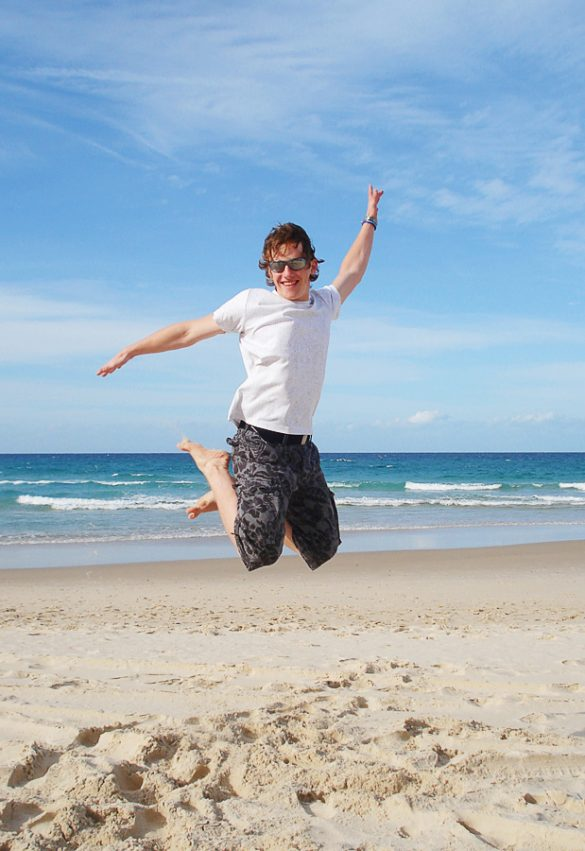 jumpshot moški na plaži Surfers Paradise