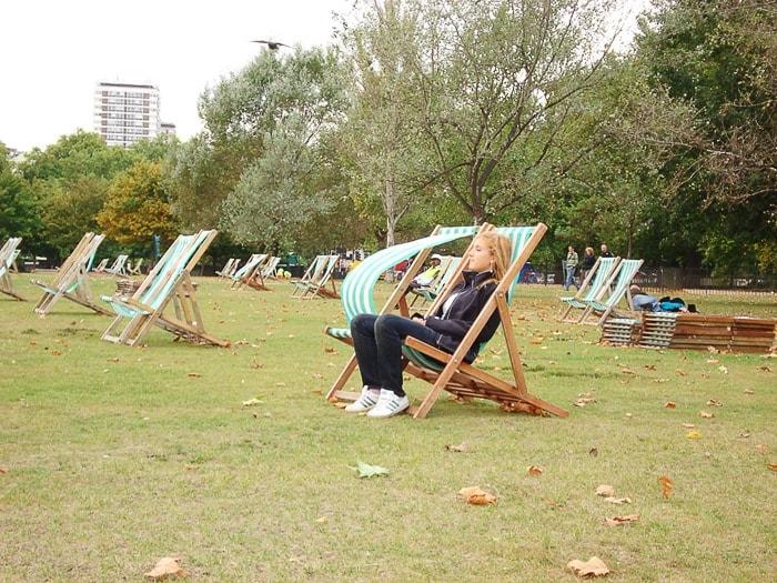 ženska v ležalniku, Regent's park