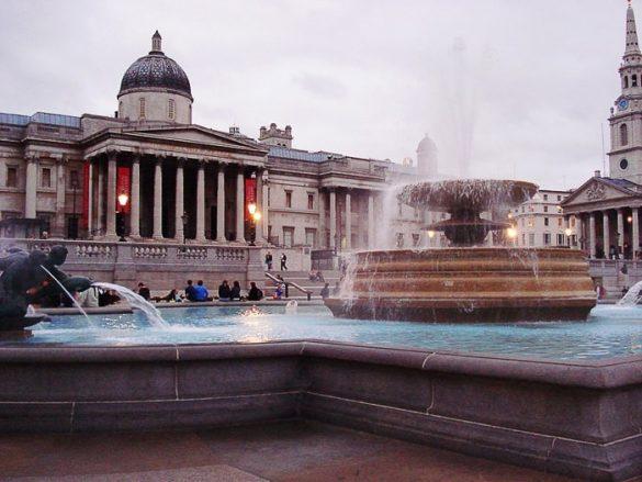 fontana na Traffalgar Square in British museum