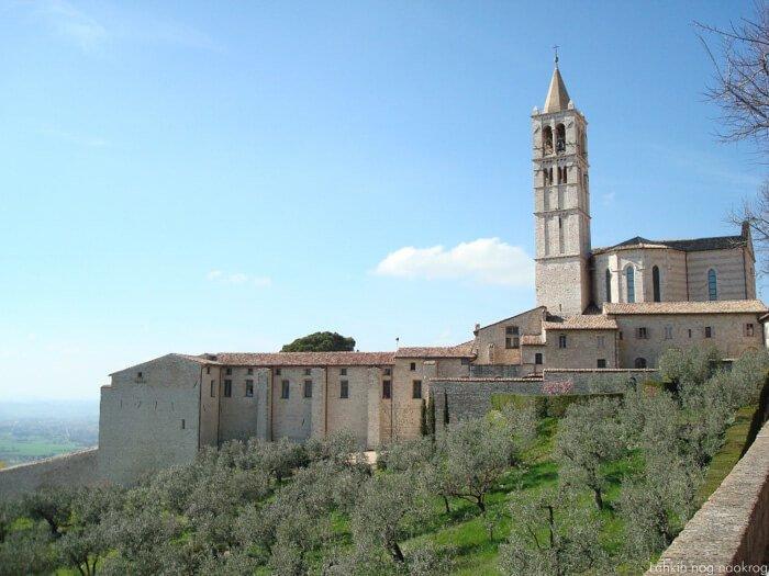 cerkev sv. frančiška asiškega na griču, asissi