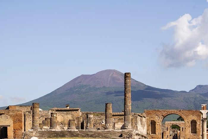 Pompeji in Vezuv v ozadju