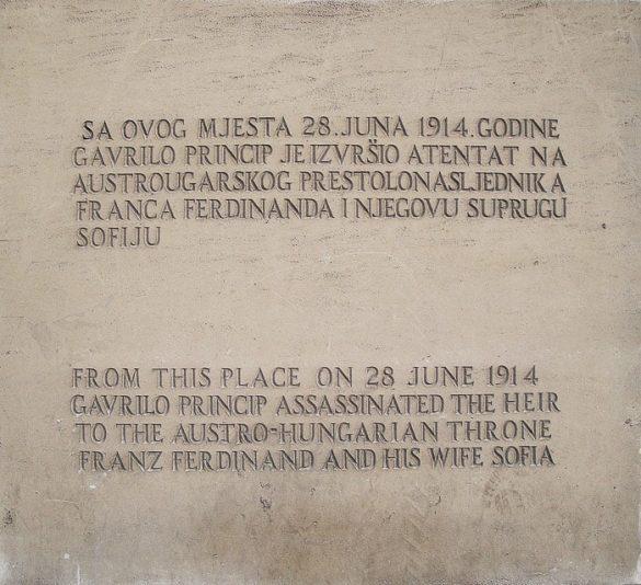 Napis Napis ob Latinskem mostu o atentatu na avstroogrskega prestolonaslednika - Sarajevo