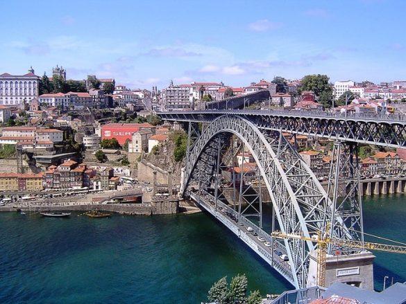 dvonadstropni most Ponte Luis I. čez reko Duero