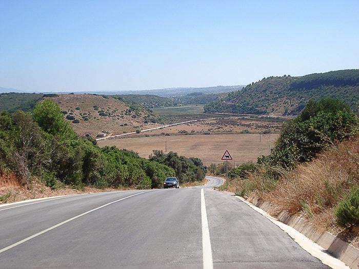 cesta po suhi pokrajini na jugu Portugalske