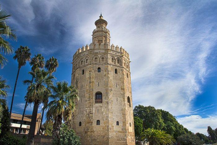 12-kotni stolp, Golden tower ob vhodu v mesto Sevilla / Sevilja