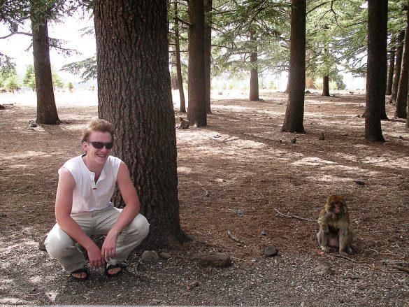 Popotnik in opica v Srednjem Atlasu, Maroko