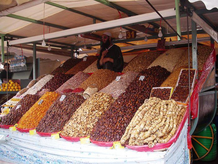 stojnica s svežim sadjem Maroko Djemaa el Fna