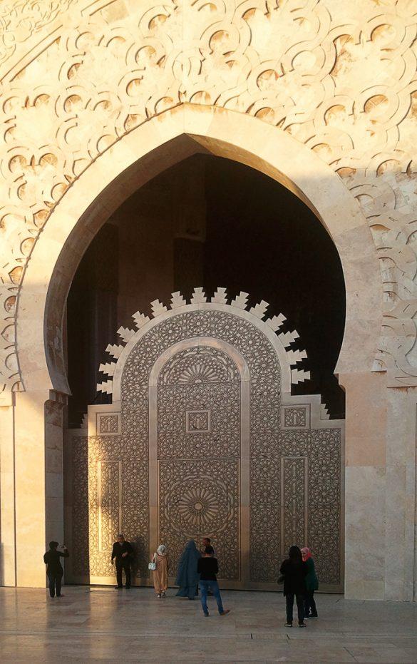arabski obokani vhodi v mošejo hasan II