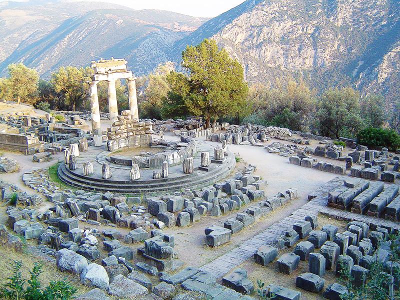 tempelj delfi grčija