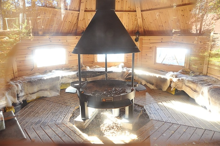 gozdna koča na Finskem. park Nuuksio