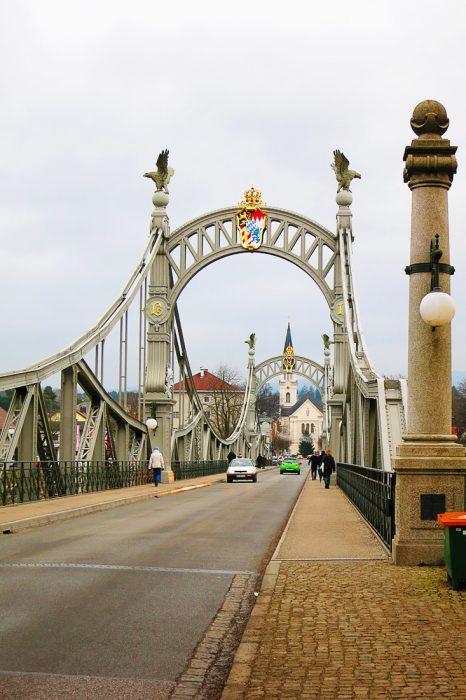 most med Avstrijo in Nemčijo
