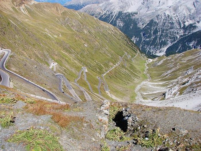 vijugasta cesta, polna serpentin na prelaz Stelvio