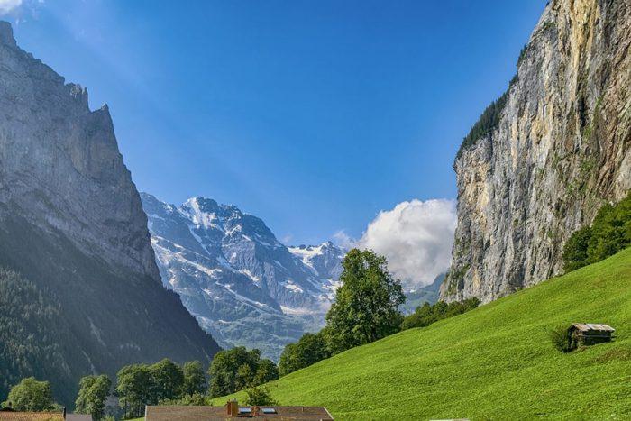 dolina Luterbrunnen je znana po strmih pečinah na obeh straneh