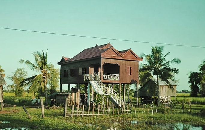 Hiša na kolih ob jezeru Tonle Sap