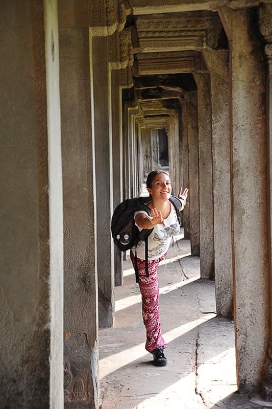 ženska v stebrišču, Angkor Wat