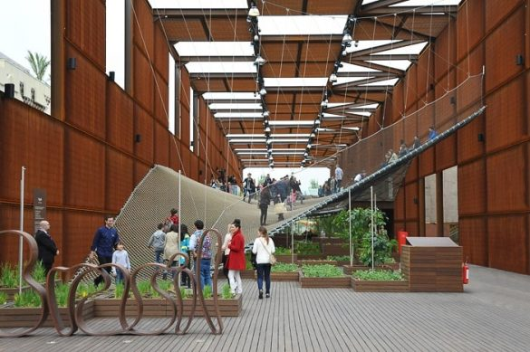 brazilski paviljon, rjava prostorna stavba