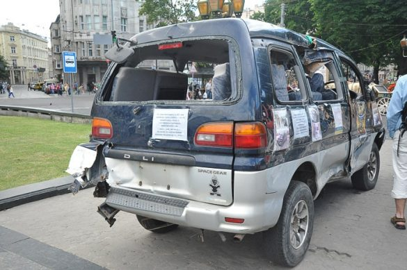 uničen, bombardiran avto v Lvovu, Ukrajina
