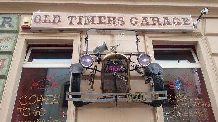 old timers garage lokal v stilu starodobnikov