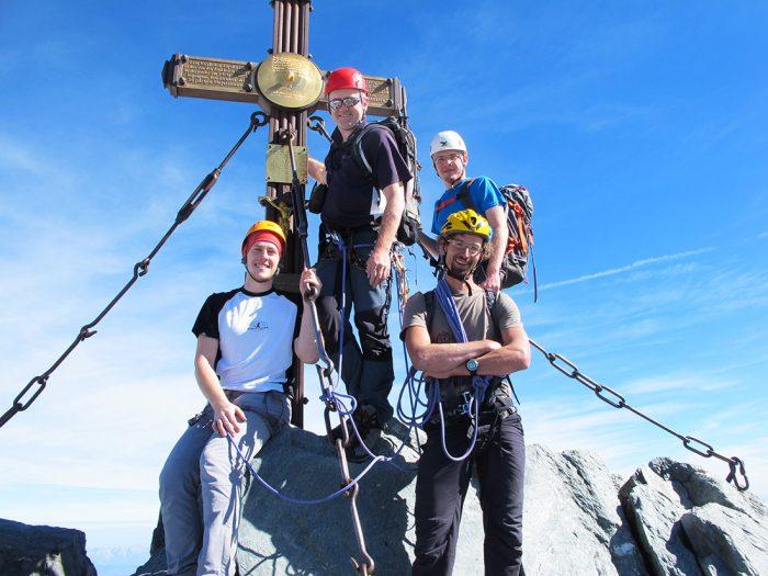 skupina alpinistov na vrhu grossglocknerja