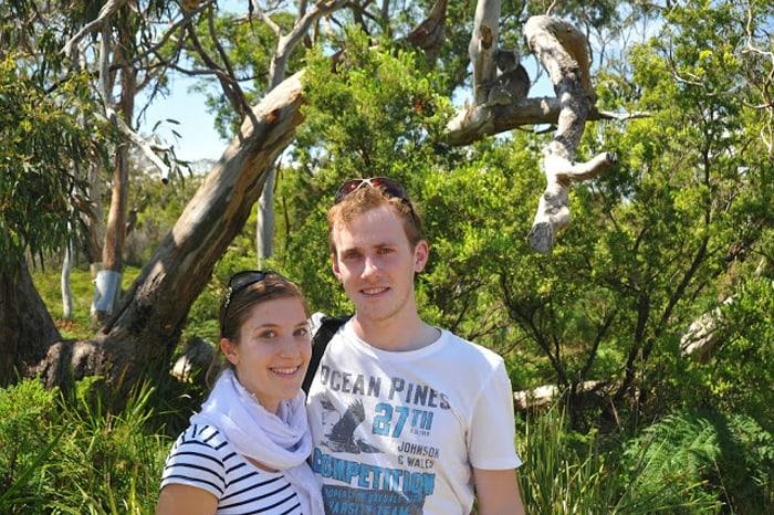 moški in ženska ter koala v oazdju