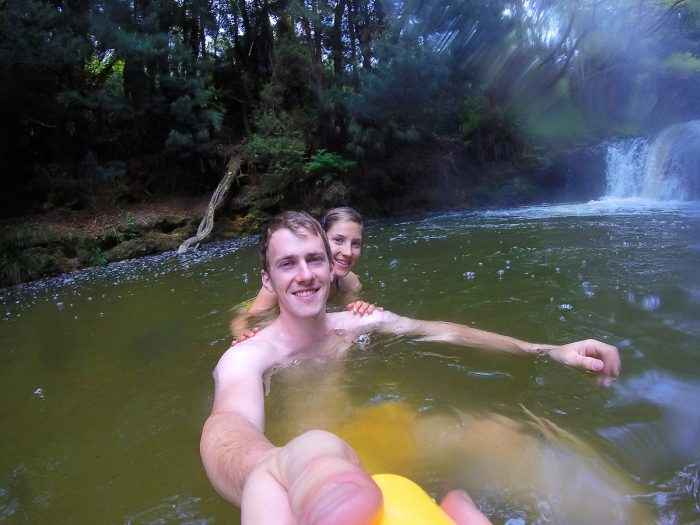 kopalci v Kerosene Creek, Nova Zelandija