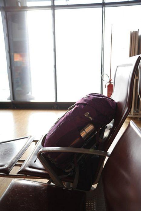 nahrbtnik na letališču