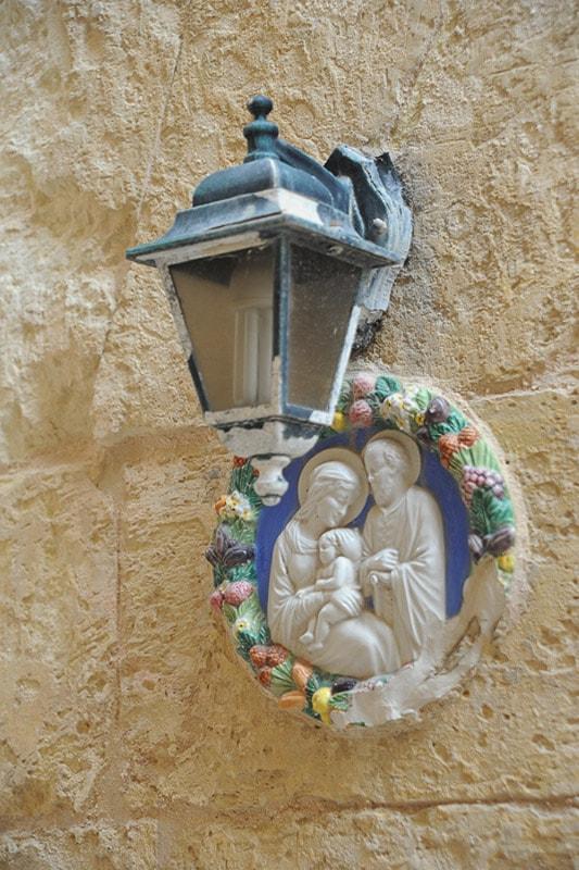 podoba svete družine na fasadi