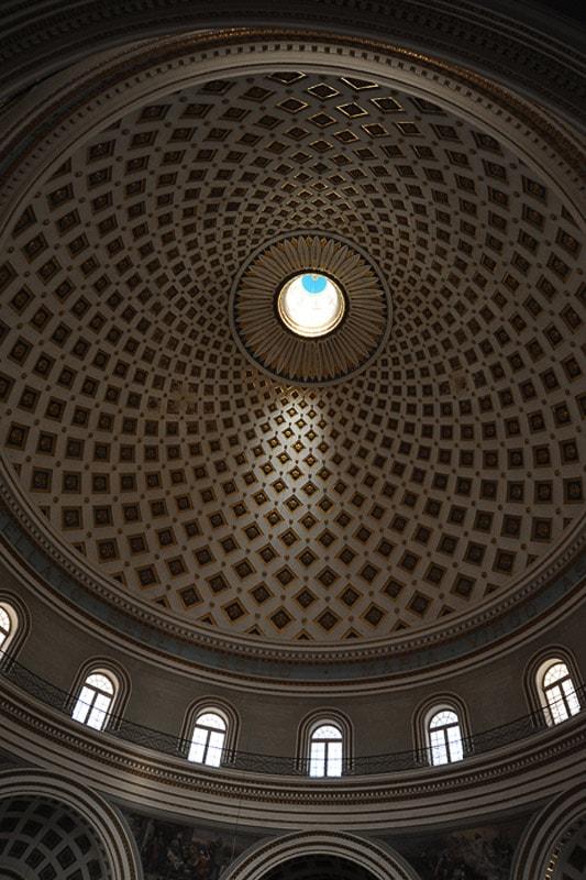 kupola v cerkvi v Mosti