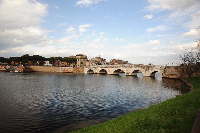 kamniti most nad reko