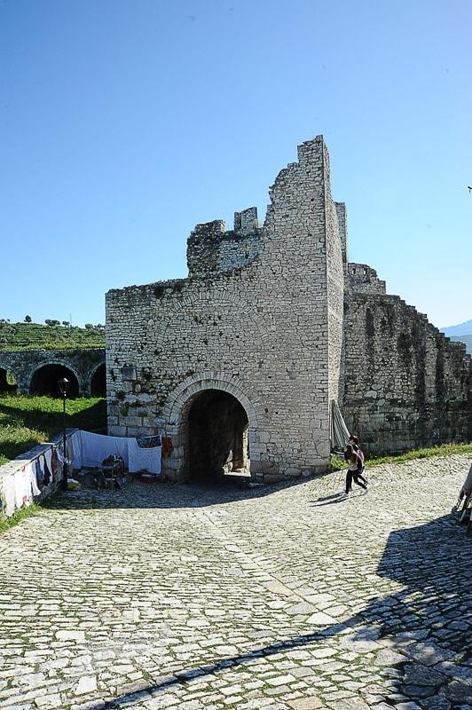 kamnita grajska vrata