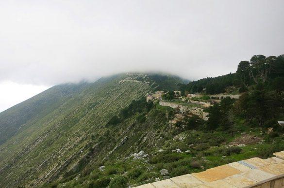 trdnjava na vrhu hriba