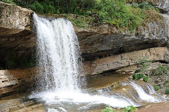 slapovi Mirusha: 2. slap pada preko previsne skale