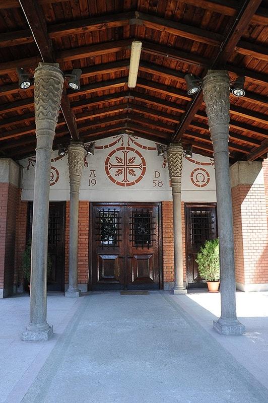 vhod v cerkev - Plečnikova arhitektura