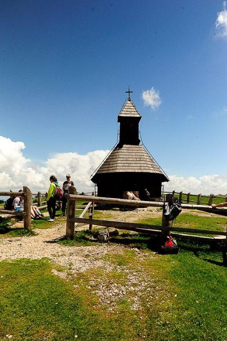 lesena kapelica na veliki planini