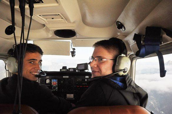 pilot in kopilot v majhnem letalu