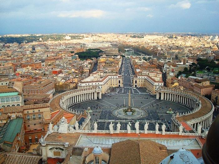 Razgled na trg sv. petra in Vatikan