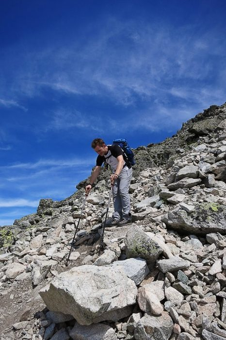moški pri sestopu z gore Vyhodnia Vysoka