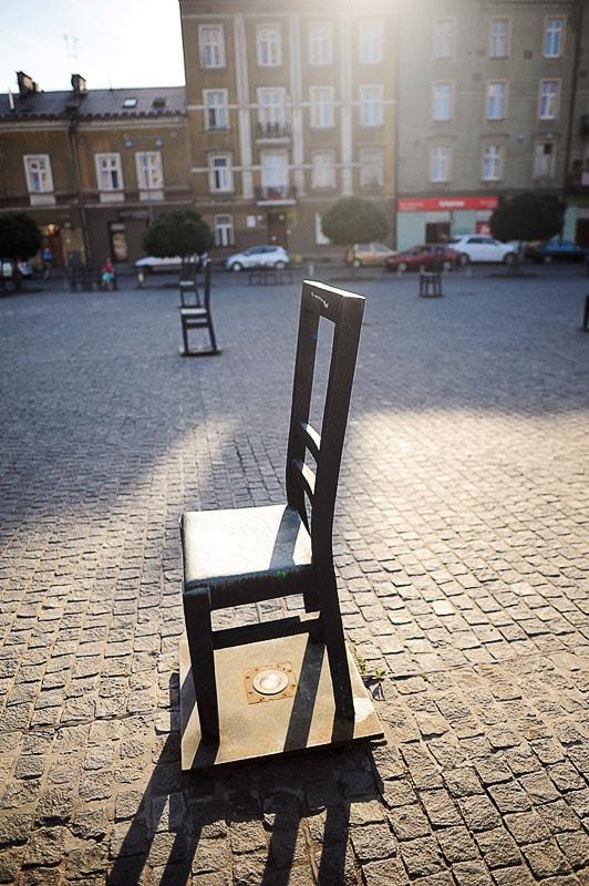 kovinski stoli na trgu v Krakovu