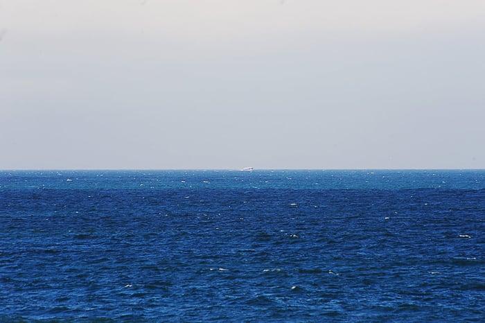 ladja na obzorju, opazovanje kitov v Hermanusu