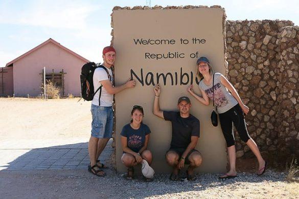 skupina mladih v Namibiji