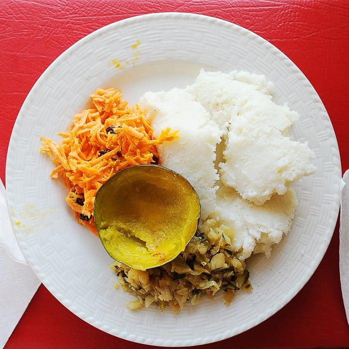 lesotska jed: pap s korenčkovo solato