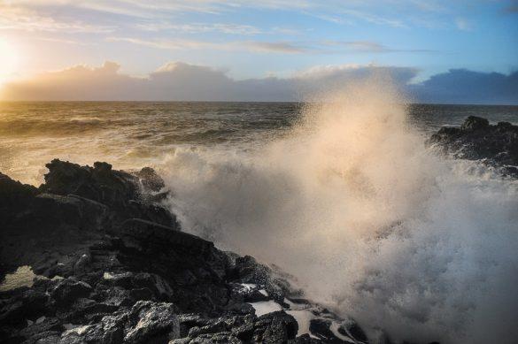 močni valovi atlanskega oceana
