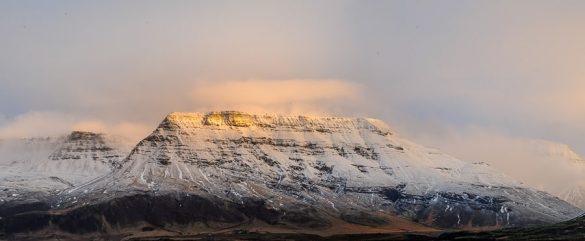 zasnežena gora pri Reykjaviku, Islandija