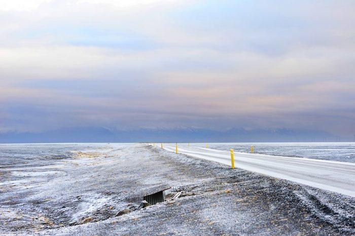 zasnežena cesta na Islandiji