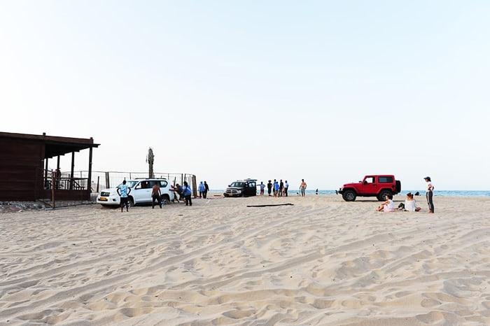 terenski avtomobili na peščeni plaži