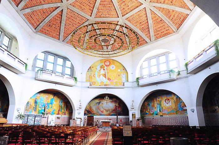 notranjost cerkve v Odrancih: oktagonalna cerkev s kupolo