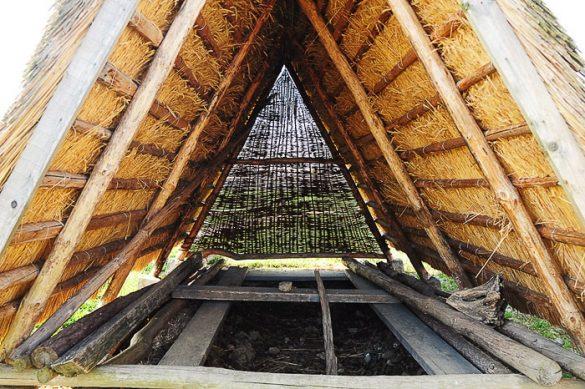 zemljanka, lesen šotor, kjer so nekoč bivali prebivalci Prekmurja